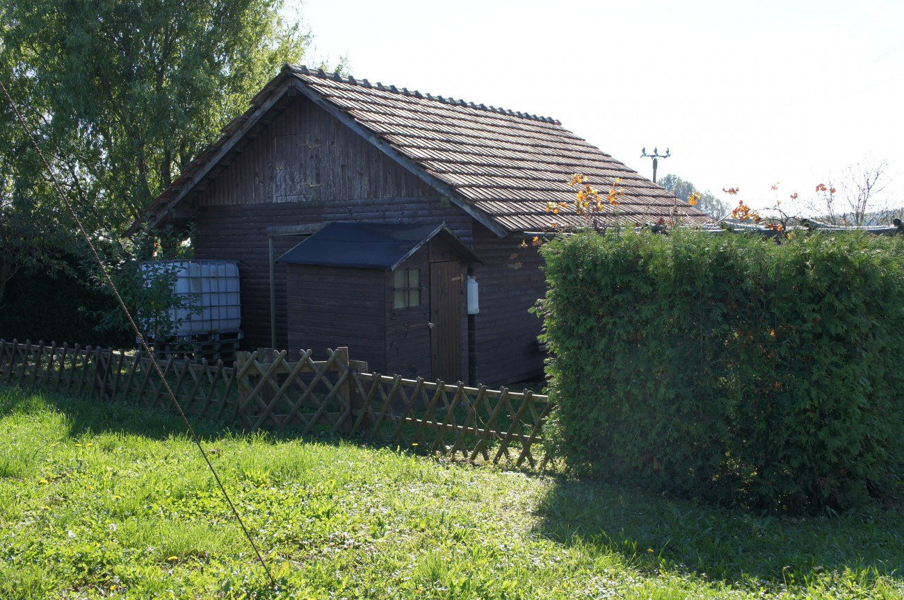 Small wine cottage for sale in Vučja Gomila