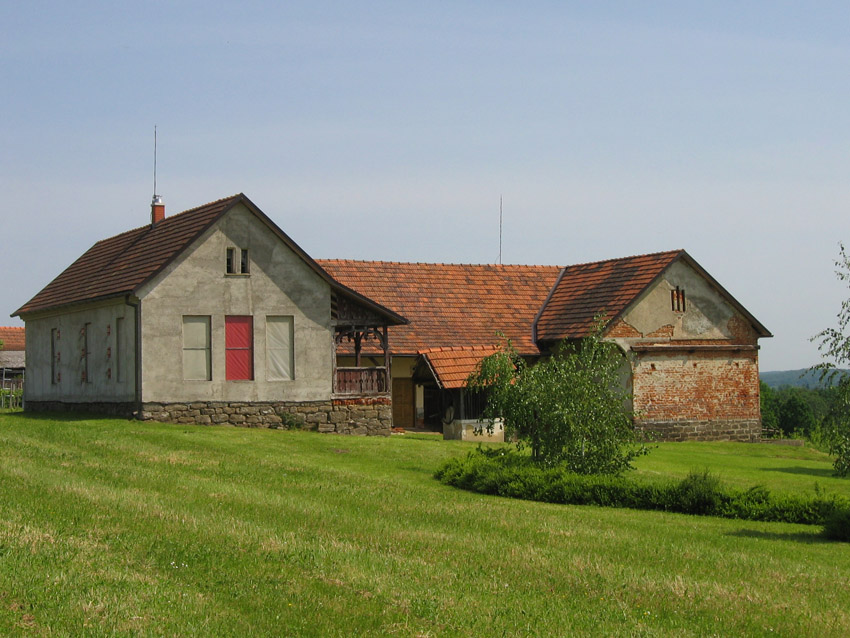 Partly renovated Slovenian farm for sale in Goričko